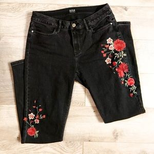 a.n.a Embroidered Black Jeggings